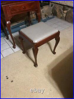 1951 Singer 201 Centennial sewing machine in cherry cabinet with matching stool