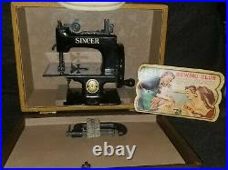Antique Singer SEWHANDY Child's Toy Sewing Machine No. 20 excellent with Case