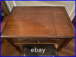Antique Singer Sewing Machine in Cabinet with Bench 1947AH268896