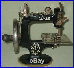 Collectible Vintage Childs Wood Handled Cast Iron Singer Sewing Machine #20