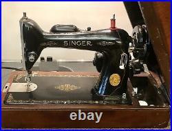 Impressive Vintage Singer Portable Sewing Machine Model 66 In Bent Wood Case USA