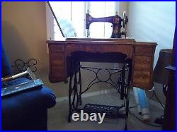 Minnesota A Antique Sewing Machine extra good condition & it works
