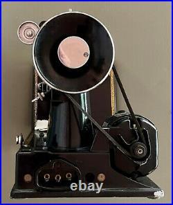 SINGER 221 Featherweight Sewing Machine