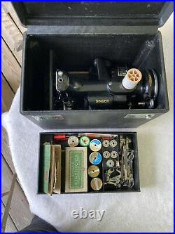 VINTAGE 1937 SINGER 221-1 FEATHERWEIGHT SEWING MACHINE WithCASE & ACCESSORRIES