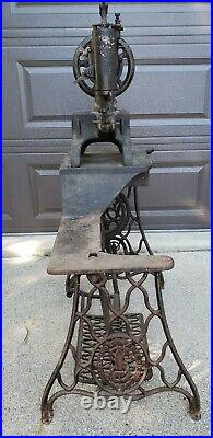 Vintage Singer 29-4 Industrial Cobbler Leather Treadle Sewing Machine / Used