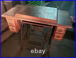 Vintage Singer Sewing Machine With Table # L954995 / 1901