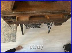 Vintage Singer Sewing Machine in Cabinet-Year 1910