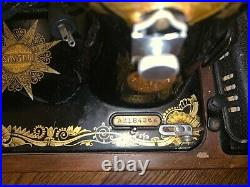 Vintage Singer sewing machine. Bentwood case included